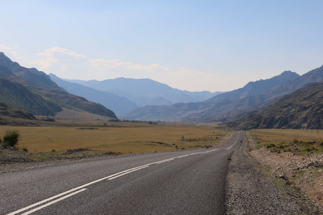 altai-russia-road-valley