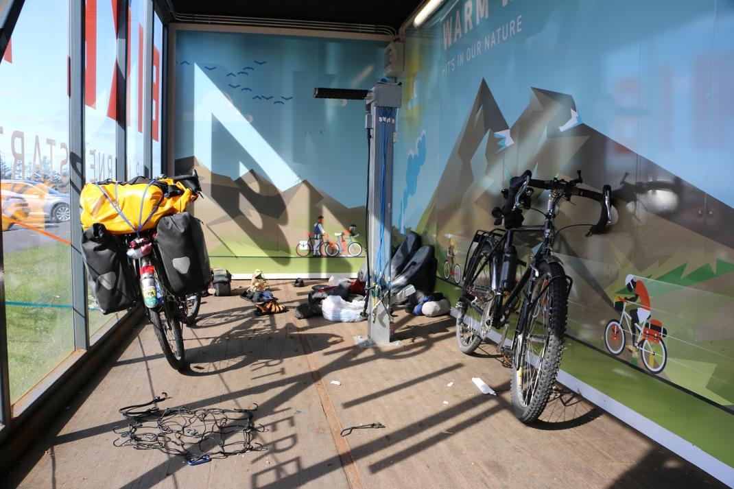 Airport bike pit | Crank & Cog